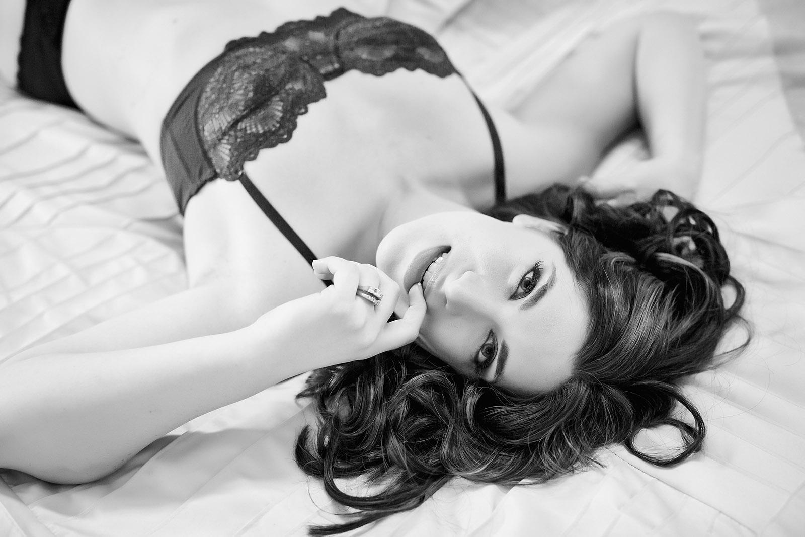Black naked boudoir — pic 2